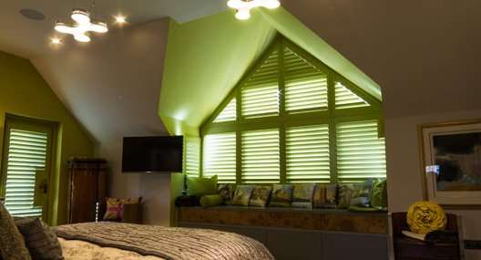 Triangular blinds
